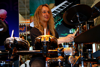 Rob at Palm Expo 2007 #22, June 4 - Trying Drums!!!